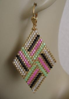 Beadwoven Diamond Shape Earrings Pink/Green by pattimacs on Etsy Seed Bead Jewelry, Bead Jewellery, Seed Bead Earrings, Diy Earrings, Beaded Jewelry, Handmade Jewelry, Seed Beads, Diamond Earrings, Beaded Earrings Patterns