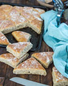 Trekanter i långpanna (Fredrik Fika) Swedish Bread, Our Daily Bread, Dessert Recipes, Desserts, Bread Baking, Fika, Bread Recipes, Food To Make, Bakery