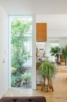 自然との共生の中で庭づくりに、サックス吹き…楽しみと挑戦へと触発する家   100%LiFE