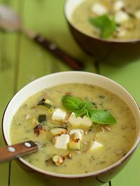 "Zupa krem z pieczonej cukinii z fetą i ""skwarkami"" z cukinii. B Food, Food Porn, Good Food, Yummy Food, Baby Food Recipes, Soup Recipes, Cooking Recipes, Healthy Recipes, Special Recipes"