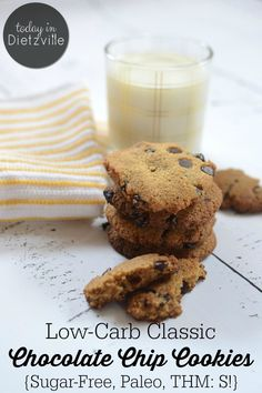 Low-Carb Classic Chocolate Chip Cookies Sugar-Free, Paleo, THM:S! These low-carb classic chocolate chip cookies are Paleo- & Trim Healthy Mama-friendly, They're sugar-free and will keep your blood sugar happy and stable. Paleo Recipes Easy, Healthy Dessert Recipes, Sweet Recipes, Real Food Recipes, Healthy Treats, Healthy Desserts, Chili Relleno, Chocolate Chip Cookies, Sugar Cookies