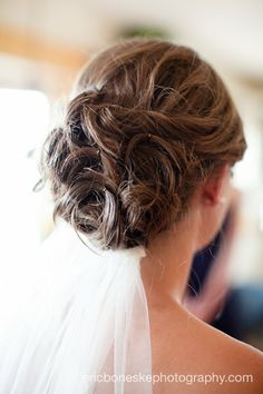 I bet this could be done with a 1/2 updo too.