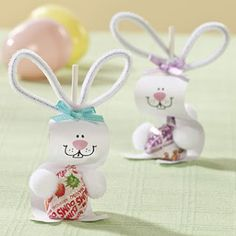 Easter bunny suckers. Free printable for the paper body and head and then you add sucker and pipe cleaner ears.