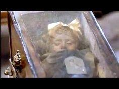 Niña momificada hace 94 años abre y cierra los ojos - YouTube