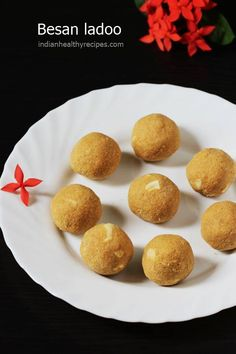besan ladoo recipe made from gram flour, ghee & sugar. Besan ladoo are a popular sweet during festivals. Indian Desserts, Indian Sweets, Indian Dishes, Indian Food Recipes, Vegetarian Recipes, Besan Ladoo Recipe, Bhaji Recipe, Indian Cookbook, Fried Fish Recipes