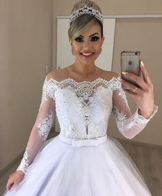 Wedding Ideas - Number one for real weddings and fabulous planning ideas for bride, wedding dresses, bridesmaids, wedding cakes and much Country Wedding Dresses, Dream Wedding Dresses, Bridal Dresses, Wedding Gowns, Hairdo Wedding, Wedding Bride, Dama Dresses, Applique Wedding Dress, Communion Dresses