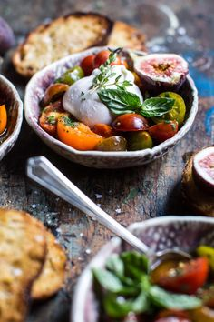 Marinated Cherry Tomatoes with Burrata + Toast e olio al basilico/olio tomate seco? Healthy Appetizers, Appetizer Recipes, Salad Recipes, Vegetarian Recipes, Cooking Recipes, Healthy Recipes, Clean Eating Snacks, Healthy Eating, Marinated Tomatoes