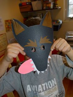 La Petite Taupe, Diy For Kids, Crafts For Kids, Kindergarten, Red Ridding Hood, Wolf Mask, Three Little Pigs, Wolf Costume, Camping Crafts