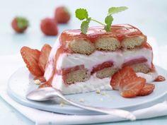 Leichtes Erdbeer-Tiramisu Rezept | EAT SMARTER