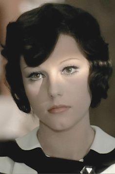 Stefania Sandrelli born 5 June 1946 in Viareggio, Italy Lob Hairstyle, Boho Hairstyles, Party Hairstyles, Ponytail Hairstyles, Vintage Hairstyles, Wedding Hairstyles, Hollywood Stars, Beautiful Italian Women, Bernardo Bertolucci