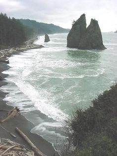 Visiting Mora and Rialto Beach Olympic National Park in Washington, USA The Places Youll Go, Places To See, Rialto Beach, Ville New York, Photos Voyages, To Infinity And Beyond, Adventure Is Out There, Belle Photo, Land Scape
