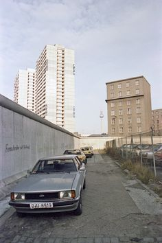 Berlin:The Berlin Wall at Lindenstrasse 1982. This stretch of the road is now called Axel-Springer-Strasse.