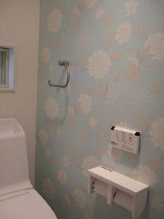 アクセントクロス2 Parking Design, Toilet, Bathtub, Bathroom, Wallpaper, Interior, House, Home Decor, Powder Room
