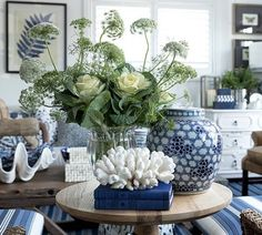 20 Pretty Blue and White Tabletop Designs You Need. / 20 Pretty Blue and White Tabletop Designs You Need. Absolutely stunning blue and white tableop designs you can easily implement. Get inspired with easy to copy blue and white table top design. Blue Rooms, White Rooms, Coastal Living Rooms, Living Room Decor, Living Spaces, Bedroom Decor, Coastal Style, Coastal Decor, Blue And White Living Room
