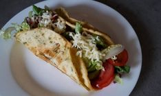 Chuťovky a predjedlá Archives - NajRecept. Mozzarella, Tacos, Mexican, Ethnic Recipes, Food, Basket, Essen, Meals, Yemek