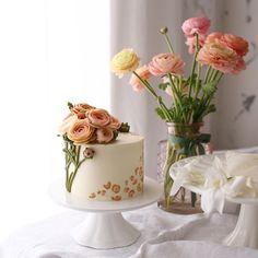 라넌큘러스와 #레오파드아이싱 . . #라넌큘러스 #ranunculus #leopardicing #버터크림플라워 #buttercreamflower . #플라워케이크 #flowercake #플라워케익 #buttercreamflowercake #koreanflowercakes