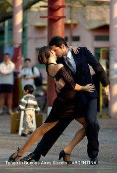 Tango in Buenos Aires street