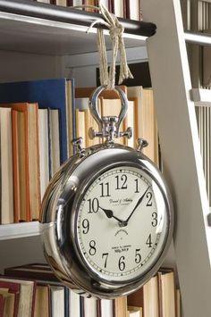 i LOVE over sized clocks!
