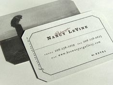 30 Stunning Vintage and Retro Business Card Designs Vintage Business Cards, Unique Business Cards, Business Card Design, Photographer Business Cards, Artist Business Cards, Presentation Cards, Bussiness Card, Graphic Projects, Calling Cards