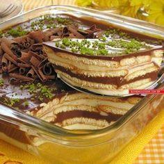 Ingredientes 1 lata de leite condensado 1/2 xícara (chá) de suco de limão 400g de creme de leite 180g de chocolate ao leite picado 1 pacote de biscoito tipo maisena (200g) 1 xícara (chá) de leite 1 colher (sopa) de achocolatado em pó Raspas de limão e de chocolate para decorar Modo de preparo No …