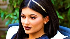 COM Hair Tattoos Exist—and They're Actually Really Pretty! Kylie Jenner hangs out with her dogs while wearing scunci hair tattoos in between photoshoots! Kylie Jenner Fotos, Kylie Jenner Hair, Kylie Jenner Style, Maquillage Kylie Jenner, Beauty Trends, Beauty Hacks, New Hair, Your Hair, Rock Hairstyles