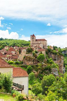 Saint-Cirq-Lapopie, France! When most people think France, they immediately think Paris, and often times it is unfortunately the only city they visit. Click through to see 9 of the most charming towns in France!