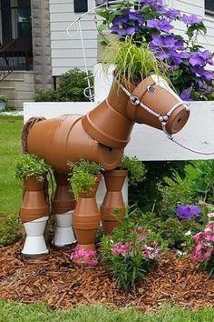 Keramikpferde für den Rasen. Wie toll! # like #rasen #topferpferde  #keramikpferde #rasen #topferpferde