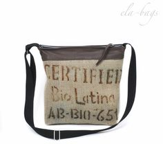 Tasche aus echtem Kaffeesack mit Originaldruck und Leder. Die Tasche ist innen gefüttert, mit Reißverschlussinnentasche.  Der Henkel ist verstellbar, so dass die Tasche auch diagonal getragen...