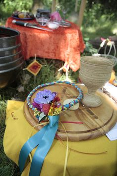 LAMMAS CUSTOMS: Offerings of bread are served to the Fair Folk and left for the animals. During this time you can honor the Goddess as the Lady of Abundance and God as the Sun. You can celebrate them by leaving bread and libations of cider in their honor.