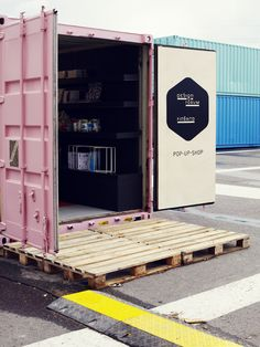 pop-up shop in a shipping container. I saw these in Montreal along the waterfront and hear there is a village of container-shops in Brooklyn. This is a revolutionary approach to economic and sustainable development! Design Shop, Store Design, Web Design, Design Ideas, Cafe Design, House Design, Helsingor, Container Shop, Container Design