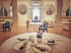 Dalla bellissima sala del ristorante Atelier del @byblos.art.hotel si lavora alla degustazione dei piatti dello #chef @marcoperezchef E oltre quella porta? Una grandissima novità...la scopriremo in Aprile! - #gourmet #food #foodgram #instafood #lunch #verona #valpolicella #byblosarthotel #delicious #love #work #foodlover #daianalorenzato #italianexperience #picoftheday #instadaily #restaurant #beautiful #arthotel #design