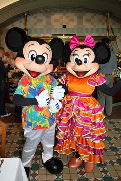 Carnival Minnie & Hawaiian Mickey at Disneyland Paris