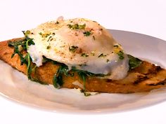 Mini Challenge: Bruschetta with Poached Egg, Truffle Oil, and Arugula recipe from Food Network Star via Food Network Egg Recipes, Fall Recipes, Gourmet Recipes, Appetizer Recipes, Snack Recipes, Recipies, Yummy Recipes, Appetizers, Yummy Food