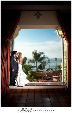 Bride & Groom in La Sala - La Valencia Hotel Wedding #lajolla #sandiegowedding
