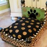 """Dog bed made out of an end table. DIY wood dog bed Think I will do an """"A"""" and an """"R"""" and put them in the playroom How cute is this pet bed? Cute Dog Beds, Diy Dog Bed, Doggie Beds, Cat Beds, Diy Bed, Animal Projects, Diy Projects, Old End Tables, Coffee Tables"""