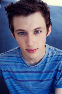 ((FC: Troye Sivan)) I'm Alex Reed. I'm 17. I sing, sit on the computer all night, and I am a YouTuber. I am Australian. I'm smart and weird. I'm also single. I like to hang out with Cadence and Spencer. I like to read. (Mortal)