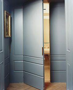 Puerta camuflada por simular ser continuidad del muro en que se integra.beautiful door detailing