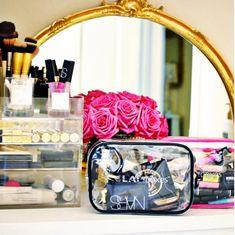22 Photos Of Makeup Organization Any Beauty Lover Will Appreciate. Makeup Storage, Makeup Organization, Closet Organization, Beauty Secrets, Beauty Hacks, Beauty Ideas, Make Up Organizer, Makeup Pouch, Makeup Bags