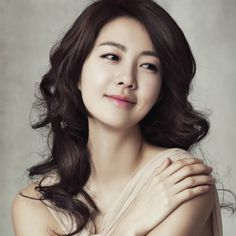 35 Fabulous Korean actresses over 35 who command the screen Lee Yo Won (35) won the SBS Award for Best Actress for her last performance in the drama The Golden Empire. How will she follow up her memorable performance?