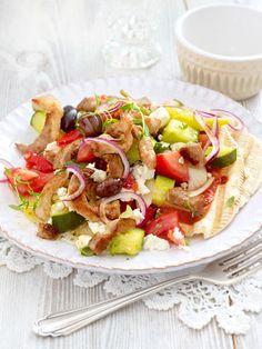 Griechischer Bauernsalat mit Gyros