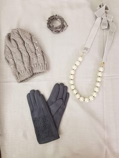 NEW‼️ #monday #grey #gloves #hat #necklace #pearls #bracalet #scarf #newaccessories #news #elegance #outfitideas #winteroutfit #styleoftheday #newcollection #aw1718 #indaco #fashion #bojuà @centergross_official