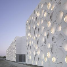 Contemporary Art Center Cordoba by Nieto Sobejano Arquitectos in Spain A As Architecture, Contemporary Architecture, Contemporary Art, Metal Facade, Facade Design, Exterior Design, Facade Lighting, Art Mural, Building Facade