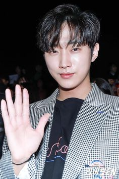 B1a4 Jinyoung at Seoul Fashion Week 😍 #jinyoung #b1a4
