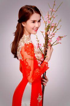 Ngọc Trinh 'nền nã' áo dài đỏ đón Tết Bính Thân 2016