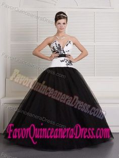 V-neck Floor-length Black and White Tulle Dresses for Quince with Embroideries