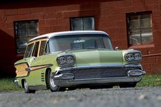 1958 Pontiac Bonneville Woodie Wagon - Hurray For Bonnewood