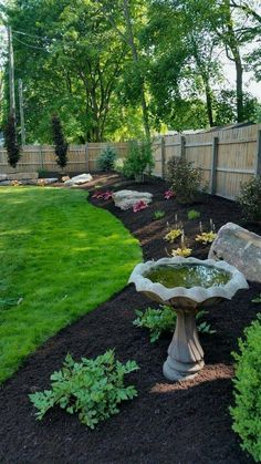 Here are some tips to get a beautiful front yard that are simple, yet effective. This type of front yard landscaping ideas is good to show that your house is welcoming for anyone who visits. Simple But Beautiful Front Yard Landscaping Ideas. Diy Garden, Garden Paths, Wooden Garden, Garden Art, Shade Garden, Garden Shrubs, Spring Garden, Garden Hose, Garden Yard Ideas
