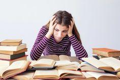 Άγχος στις Πανελλαδικές Εξετάσεις Περίοδος Πανελλαδικών εξετάσεων Το αίσθημα του άγχους έχει εισβάλλει έντονο σε πολλά σπίτια, προερχόμενο από μαθητές, γονείς και καθηγητές. Μάλιστα το άγχος δεν κάνει διακρίσεις. Το βιώνει ο άριστος μαθητής που ήδη έχει κάνει την δουλειά που θα έπρεπε με περισσή τελειομανία και παρόλα αυτά θεωρεί πως θα αποτύχει, ο μέτριος …