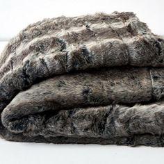 Hertex Coyote Earth Faux fur Throw