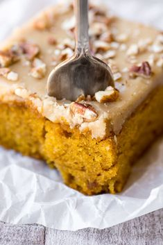 Praline Pumpkin Cake is light and decadent at the same time, it's a must make for fall! | http://theviewfromgreatisland.com